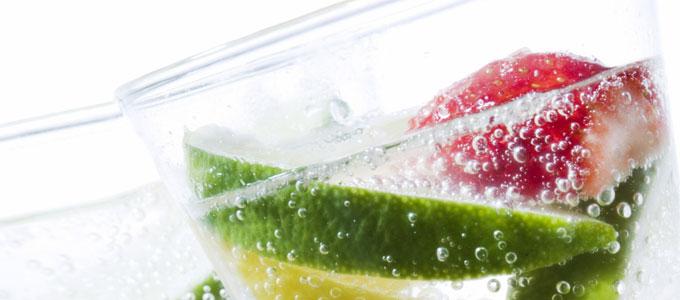 مشروبات الطاقة والعصائر والشاي تؤدي إلى تآكل الأسنان